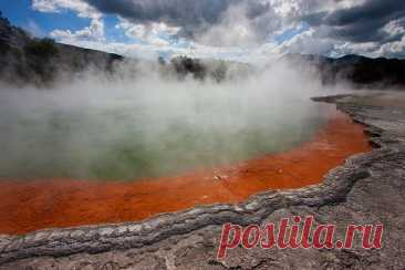 Бассейн с шампанским в Новой Зеландии Этот геотермальный источник, расположенный в Новой Зеландии на северном острове Уаи-О-Тапу, носит романтичное название Бассейн с шампанским (Champagne Pool). Вода источника действительно похожа на игристое вино благодаря обильным выбросам углекислого газа (CO2)...