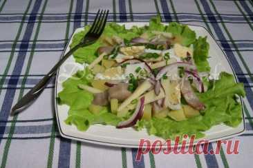 Салат из селёдки и яиц - DYNASTY OF CHEFS 3–4 селёдки; 5–6 крутых яиц; 3–4 луковицы; 3–4 ст. ложки растительного масла; 1 ст. ложка уксуса; 1,5 ч. ложки горчицы;