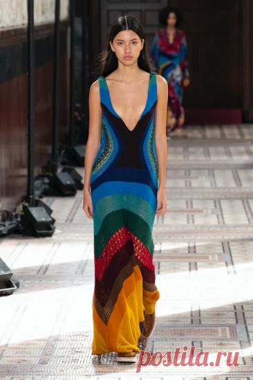 Вязаные летние платья и сарафаны на подиумах 2021 | Вязаная мода: подиум и жизнь | Яндекс Дзен