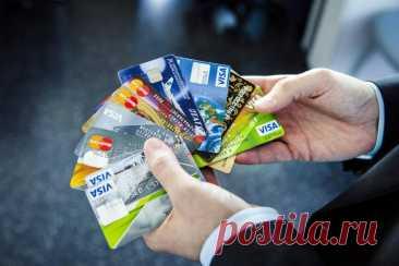 Почему нужно обязательно иметь не менее двух банковских карт и на одной из них не должно быть денег Банковские карты настолько плотно вошли в нашу жизнь, что практически не осталось людей, не использующих их. Даже пожилые люди начинают ...
