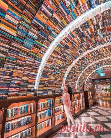 Книжный магазин в Сеуле, Южная Корея