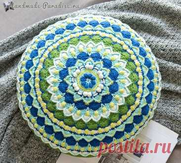 Подушка МАНДАЛА. Схема вязания декоративной диванной подушки . Вязание подушки начинается с центра, с цепочки из 4-х воздушных петель. По схеме вяжутся 2 одинаковые детали, которые затем сшиваются между собой. При сшивании оставляем небольшое отверстие для молнии. источник сайт handmade-paradise  #norka_homyachka #схема@norka_homyachka #крючок@norka_homyachka #подушки@norka_homyachka
