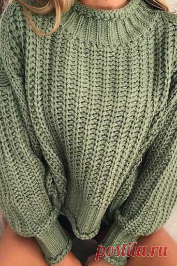 Пуловер вяжется в стиле «оверсайз»со спущенными рукавами, описание