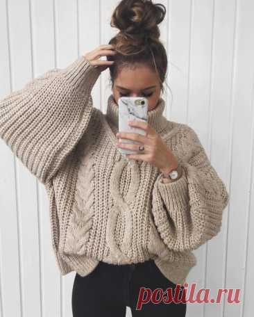 В прохладную погоду хочется надеть нечто теплое и уютное, например любимый свитер