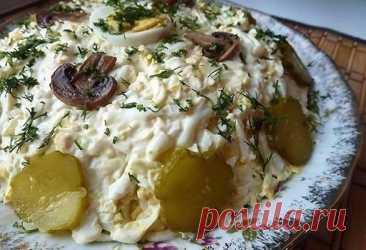 Идея к празднику – Печеночный слоеный салат с плавленным сырком