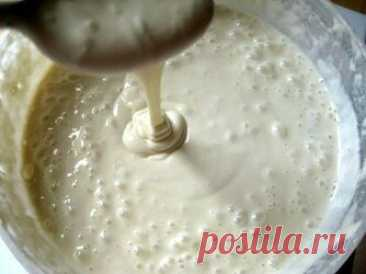 Заварное тесто для блинов: надежный и проверенный рецепт. Блины по этому рецепту получаются даже у новичков. Самые вкусные и аппетитные блинчики на завтрак, что может быть лучше. Состав:  • Кефир – 2 стакана.  • Вода (кипяток) – 1 стакан.  • Мука пшеничная – 2,5 стакана.  • Яйца – 2 шт.  • Сахар – 2 – 5 ст. ложек.  • Соль – щепотка.  • Ваниль – по вкусу.  • Растительное масло – 2 ст. ложек.  • Сода – 0,5 ч. ложки.  Приготовление: 1. В миску вбить два яйца, всыпать сахар. п...