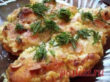 La pechuga de pollo más tierna en la salsa slivochno-de ajo