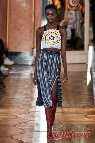 Летние вязаные платья и сарафаны на подиумах 2020 | Вязаная мода: подиум и жизнь | Яндекс Дзен