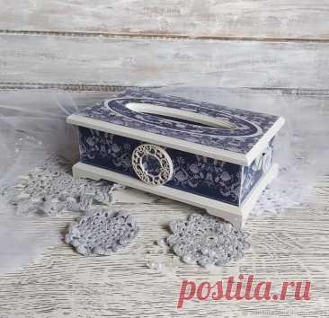 Салфетница – купить на Ярмарке Мастеров – OFGGQRU | Салфетницы, Москва Салфетница в интернет-магазине на Ярмарке Мастеров. Салфетница выполнена в технике декупаж. Салфетница в сине-белых тонах, крышка съёмная. Внутрь короба помещается блок с вытягивающимися салфетками.