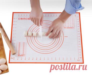 Многофункциональный силиконовый коврик Такая подложка пригодится для уроков труда: на коврике можно лепить, заниматься рукоделием, да и просто защитить подверженную царапинам поверхность. Можно выбрать из трех вариантов размеров.