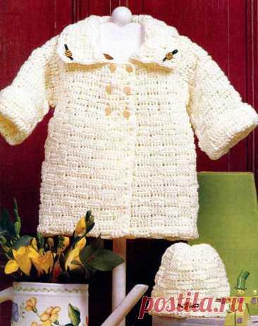 Пальто и шапочка для малышки 6-9 месяцев крючком 4.  Материалы: 250 г пряжи средней толщины (100% акрил) цвета слоновой кости, 6 пуговиц в тон и 3 цветочка.