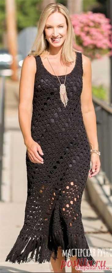 """Черное макси платье с бахромой (идея для вязания). Эффектное летящее макси платье с бахромой на подоле связано узором по диагонали. Журнал """"Crochet! Spring 2020"""""""