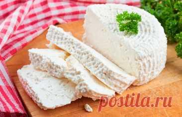 Сделала сыр дома – оказался лучше, чем из магазина! Уникальный рецепт от бабушки – готовится на раз-два Рецептом домашнего сыра поделилась со мной родственница из деревни в Стародорожском районе, а с ней – ее мама. Оказалось, что приготовить домашний сыр очень легко. Вам понадобится всего два ингредиента. Сыр получается мягкий, нежный, похожий на рикотту. Вы не поверите, насколько это просто, пока не попробуете сделать его сами.  сыр, как сделать сыр, сыр дома, готовить сы...