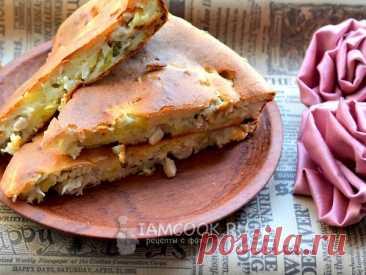 Вкусный, простой и сытный заливной пирог с курицей. Тесто: кефире, мука, яйца; Начинка: курица: картофель, лук.