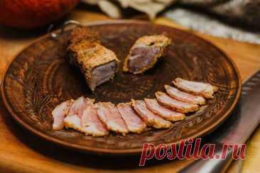 (1) Бастурма из свинины - БУДЕТ ВКУСНО! - медиаплатформа МирТесен Бастурма - наш выбор среди закусок к пиву! Особенно приготовленная своими руками :) Рецепт очень прост :) Промыл килограмм свинины. Засыпал солью с горкой. Ну и добавил нитритной соли, так, на всякий случай. Ставим в холодильник дня на три. Раз в день необходимо сливать мясной сок. Спустя три дня