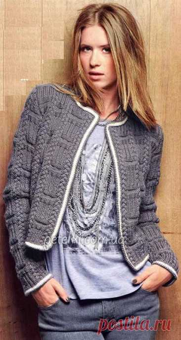 Short knitted spokes a jacket in Chanel's style.
