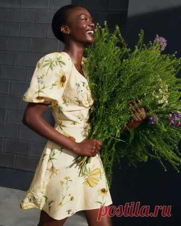 Одеваемся под стать весне: наша новая женская коллекция топов, юбок и платьев украшена оригинальными цветочными принтами, которые создавались вручную дизайнерами H&M! 🌸 Посмотрите всю коллекцию: