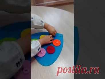 Учимся застегивать большие и маленькие пуговицы