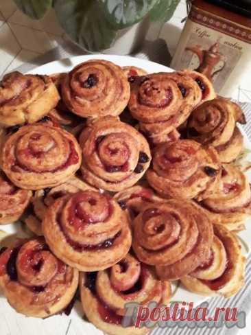 """Творожное печенье с джемом """"Улиточки"""" - 12 пошаговых фото в рецепте Рецепт этого вкусного печенья """"Улиточки"""" из старого кулинарного журнала. Когда-то я часто пекла это творожное печенье с джемом. Но потом появились другие рецепты, и «Улиточки» позабылись. А недавно я о них вспомнила и испекла. Это просто, быстро и вкусно. Попробуйте и вы испечь!  Ингредиенты"""