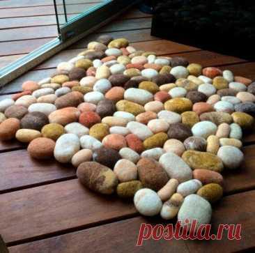 """Колготки, шерсть и синтепон: делаем необычный """"каменный"""" коврик в стиральной машине   Рекомендательная система Пульс Mail.ru"""