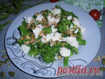 Брокколи в горчичной заправке с сыром фета - 9 пошаговых фото в рецепте Брокколи в горчичной заправкой с сыром фета - легкое, полезное и вкусное блюдо. Приготовленная таким способом капуста брокколи может стать отличным гарниром к мясу или рыбе, а для тех, кто не желает набрать лишние килограммы, - легким полноценным ужином. Ингредиенты