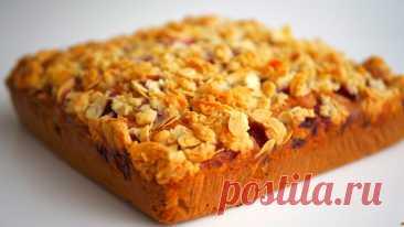 """Пирог """"Королевский"""" с малиной, шоколадом и хрустящей крошкой Пирог """"Королевский"""" - мягкий, нежный, с кусочками шоколада и ароматными ягодами, покрытый хрустящей крошкой, станет прекрасным дополнением к чаю или кофе.Инс..."""