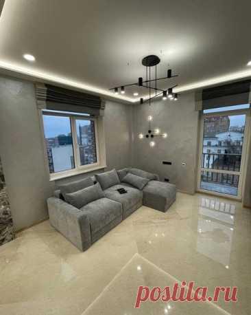 Просторная квартира в серых тонах. Пока решили не наполнять декором, простор дороже...