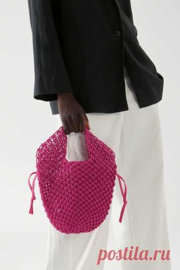 Яркий акцент: вязаная сумка-тоут преобразит любой образ
