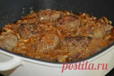 Мясные котлетки в луковом соусе, рецепт с фото