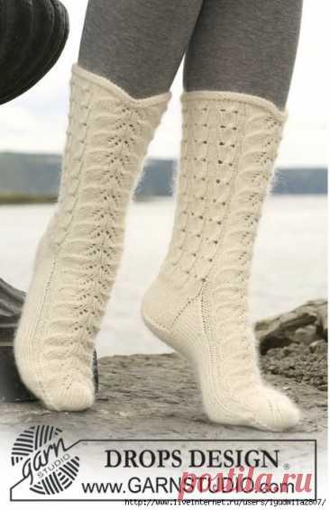 Белые и сиреневые носки от DROPS