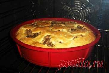 Prepararía cada día: el pastel Rápido sobre el kéfir con la crema agria