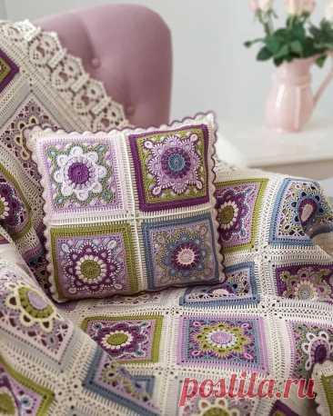 Бесподобно красивая подушка Бесподобно красивая подушкаБесподобно красивая подушка настолько хороша благодаря сочетанию цветов в узоре.