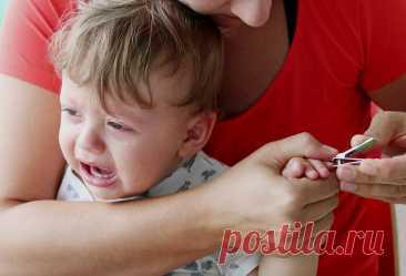 Маленький ребёнок не разрешает стричь себе ногти. Что делать?