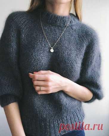Вязаный свитер из мохера лицевой вязкой