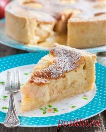 Apple pie with an egg smetannoy filling