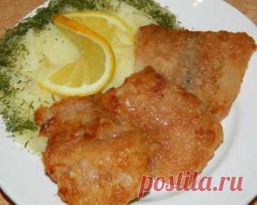 """Рыбка """"Ароматная"""" (рецепт с фото)         Требуемые ингредиенты: - филе рыбы - 700 г; - кетчуп - 5 ст. л.; - соевый соус - 5 ст. л.; - чеснок - 2-3 зубчика (или чесночный порошок); - мука для панировки; - масло для жарки; - чуть соли.…"""