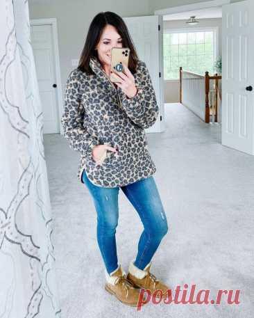 Стильные зимние образы с джинсами для дам за 40 Если вы переступили порог 40 лет — это не значит, что модные тренды на вас не распространяются. Наоборот, таковые добавят в ваш образ еще больше стиля и дерзости. Так, особо актуальным трендом для жен...