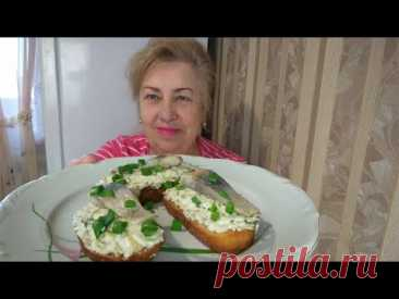 Бутерброды с селедкой супер простые и очень вкусные! Все от них в восторге!