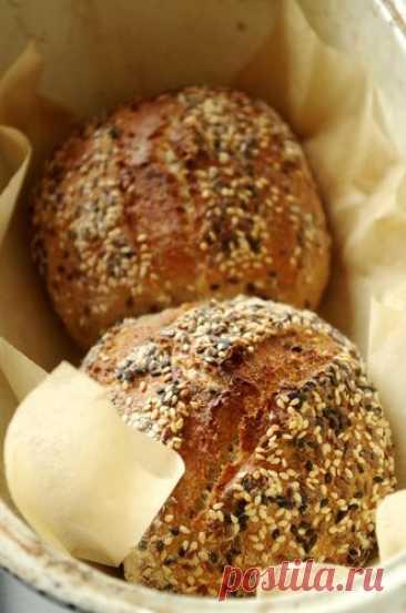 Чудесные цельнозерновые хлебцы с грецкими орехами Недавно довелось попробовать очень вкусные хлебцы производства пекарни местного супермаркета, сверху они были обсыпаны кунжутом и льном, внутри явно с добавкой цельнозерновой пшеничной или ржаной муки, а еще грецкие орехи. Само собой, на дрожжах. Возможно, я действительно была голодной, как волк,…