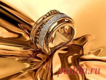 Кому не стоит носить золотые украшения - Журнал Советов Золото — любимый металл многих. Оно ассоциируется с богатством, властью, красотой и успехом. Но есть люди, которым точно не стоит его носить. Эксперты в области биоэнергетики расскажут, почему золотые аксессуары могут вредить. Есть украшения, которые приносят одни лишь несчастья. Золото не входит в эту категорию, но оно порой может быть крайне негативным. Например, если носить […]