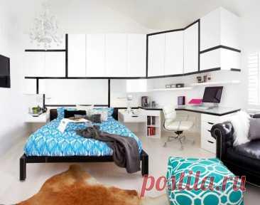 Угловой шкаф в спальню: оптимальная эргономика пространства   Светлая современная спальня с угловым шкафом, который совмещает в себе рабочее место  Спальня, как традиционное место для ночного отдыха человека, не терпит суеты и загруженности пространства. Кажда…