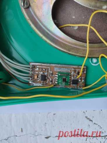 FM-радиоточка на основе Attiny13 и RDA5807m Приветствую всех зашедших! Раньше практически в каждом доме была радиоточка, к которой по проводам подводился сигнал радиовещания. Сейчас такие радиоточки вымерли почти полностью и остались разве что старых домах, что не удивительно - ведь электроника существенно шагнула вперёд и в одном смартфоне