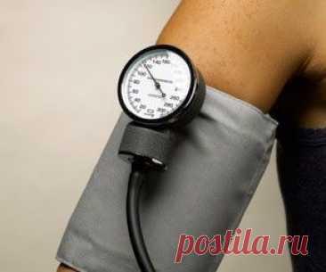 Нормализация давления: народная медицина - Здоровье прежде всего! Нормализация давления: народная медицина   Приемы для быстрой нормализации (понижения) давления Выйти на свежий воздух, прогуляться в быстром темпе. Оптимальной считается прогулка длительностью 30-40 минут. Активизация мышечного метаболизма при динамических нагрузках способствует нормализации кровотока в магистральных и периферических артериях.