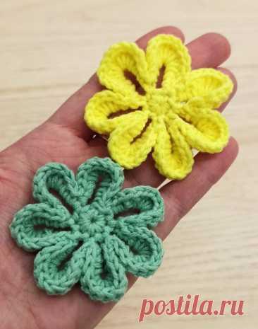 Красивый объемный цветок крючком, описание и урок для начинающих