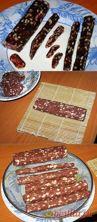 Сыровяленая колбаска домашнего приготовления.
