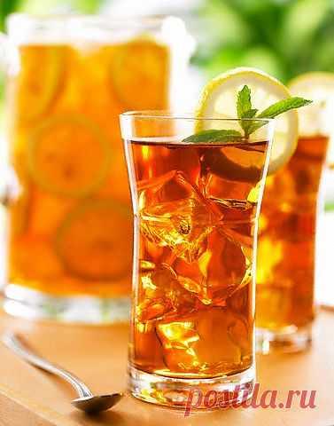 Рецепты холодных фруктовых чаев. Лето, жара, духота и все время хочется пить. От сладких соков нет никакого толка,  вода уже надоела, а газировка и лимонады - вообще сплошной яд. Выйти из знойной ситуации поможет чай - напиток благородный и во всех отношениях полезный.
