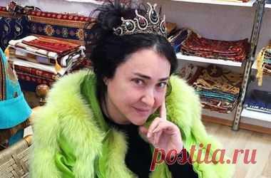 """Лолита оказалась в центре скандала за слова про """"москалей"""" (видео) Российская певица Лолита оказалась в центре скандала из-за того, что кто-то из блогеров опубликовал передачу трехлетней давности, где Лолита шутила......"""