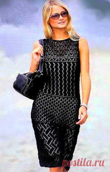 Вязаное черное платье приталенное