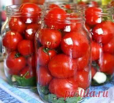 Помидоры в загадочном маринаде! Вкус получается необыкновенный, рассол пьется как приятный напиток. Несмотря на наличие уксуса, он совсем не ощущается! Рецепт с фото > http://nym.kyli-nym.ru/pomidory-v-zagadochnom-marinade/