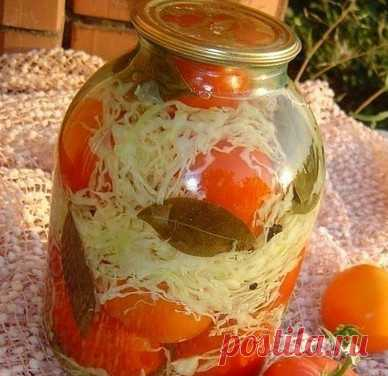 Обалденная закуска — помидоры с капустой… Обязательно приготовьте, Вам понравится! Помидоры с капустой Состав и приготовление: Для рассола: на 1 литр воды,2 ст. лож соли,3 ст. лож сахара,1 ч. ложка 9% уксуса.  Шинкуем капусту,морковь мелко натереть,болгарский перец мелко нарезать и …